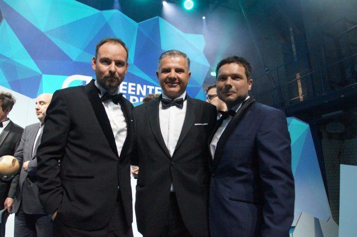 Nachhaltigkeitsexperte Wilfried Bolz von OKAL (Mitte) mit den Initiatoren des GreenTec Awards Marco Voigt und Sven Krüger (Foto: Markus Burgdorf)